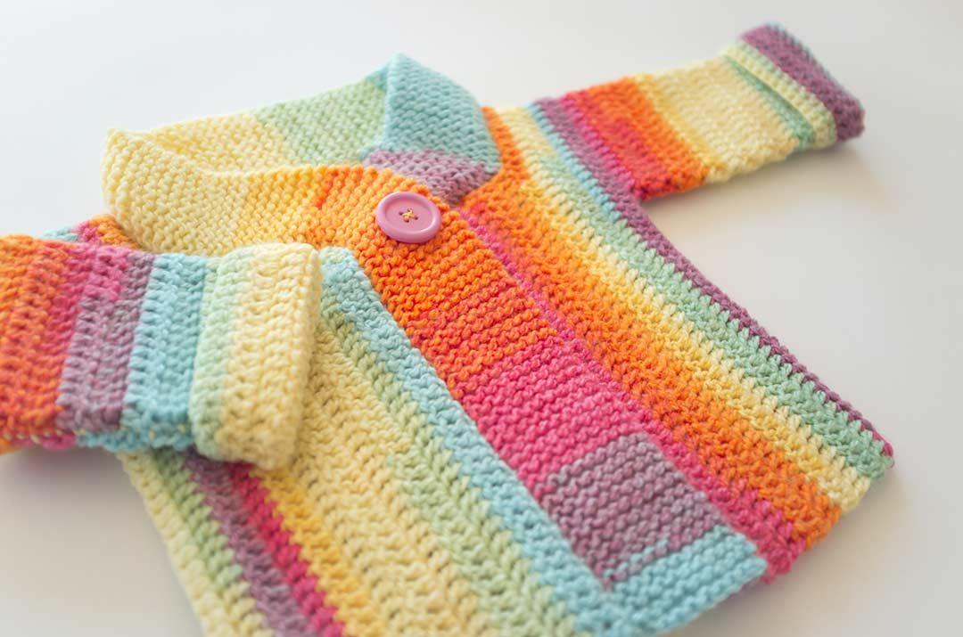 Chaleco Arcoiris a crochet para bebe, patrón de tejido de marinatorreblanca.cl